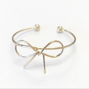 Jewelry - ⭐️Simple Bow Bangle
